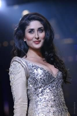 Kareena Kapoor Glamorous Look at LFW 2011- Amazing Photographs