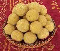 How to make Besan Ke Ladoo recipe